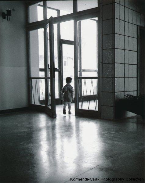 Fotó: Friedmann Endre: Világgá megyek, 1962 © Friedmann Endre / Körmendi-Csák 20. századi Magyar Fotóművészeti Gyűjtemény