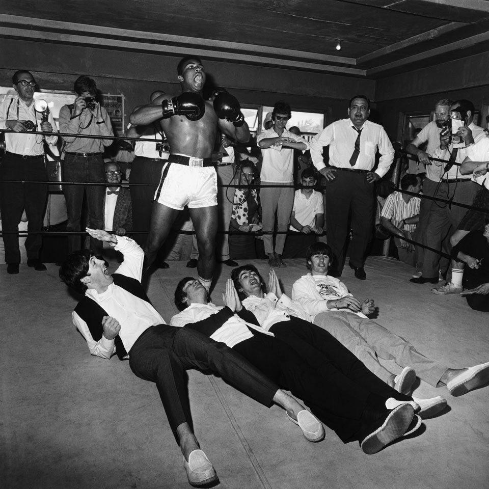Fotó: Harry Benson: Muhammad Ali és a Beatles tagjai, Miami, 1964 © Harry Benson