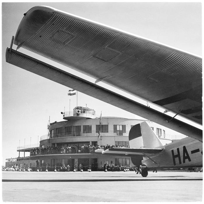 Fotó: Járai Rudolf: A budaörsi repülőtér, 1940 © Magyar Fotográfiai Múzeum