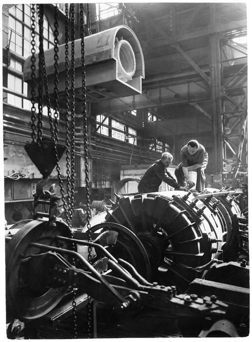 Fotó: Járai Rudolf: A Klement Gottwald gyárban, 1952 © Magyar Fotográfiai Múzeum