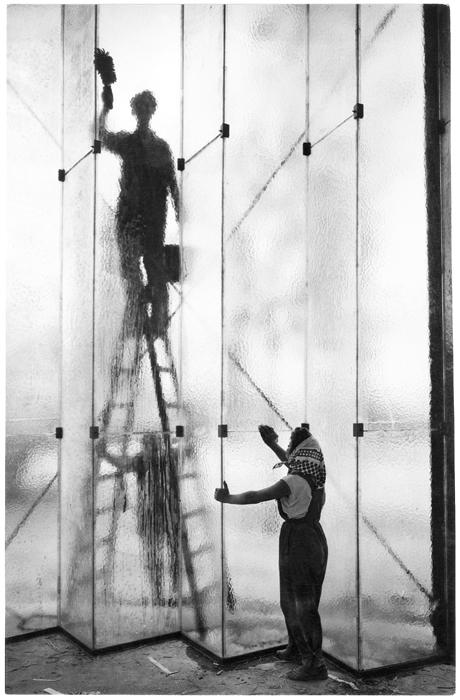 Fotó: Járai Rudolf: Ablaktisztítók, 1959 © Magyar Fotográfiai Múzeum