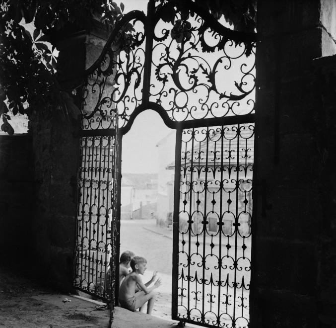 Fotó: Kotnyek Antal: Szentendre, Belgrád székesegyház (Görögkeleti Püspöki Főszékesegyház, Pátriárka utca 5.) Alkotmány utcai kertkapuja, 1968 © Kotnyek Antal/Fortepan.hu
