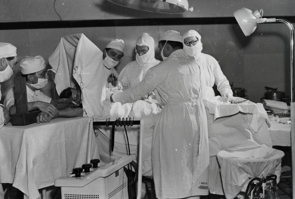 Fotó: Kotnyek Antal: Műtét, 1964 © Kotnyek Antal/Fortepan.hu