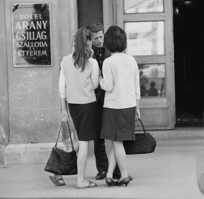 Fotó: Kotnyek Antal: Dunaújváros, Vasmű út, Arany csillag szálloda és étterem, 1962 © Kotnyek Antal/Fortepan.hu