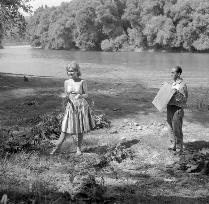 Fotó: Kotnyek Antal: Nagymaros, Sólyom-sziget. Pécsi Ildikó színművésznő az Aranyember című film forgatásán, 1962 © Kotnyek Antal/Fortepan.hu