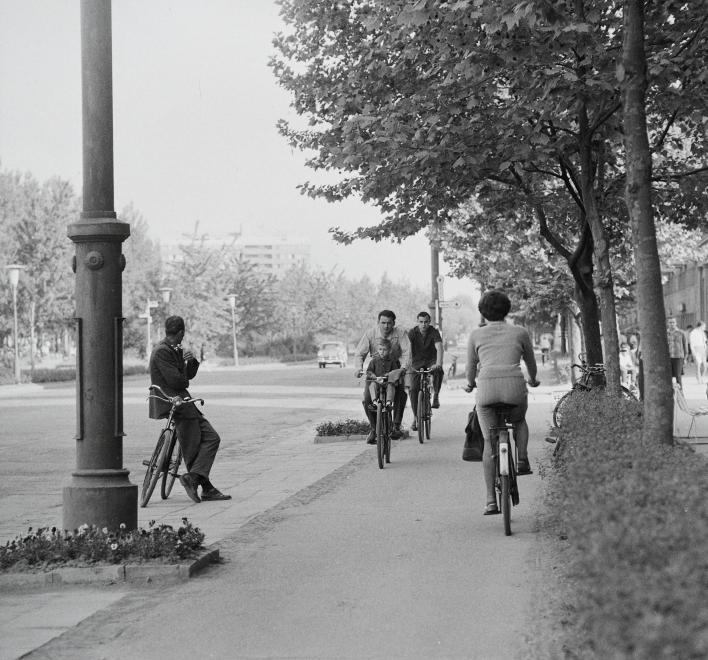 Fotó: Kotnyek Antal: Dunaújváros, Vasmű út, 1962 © Kotnyek Antal/Fortepan.hu