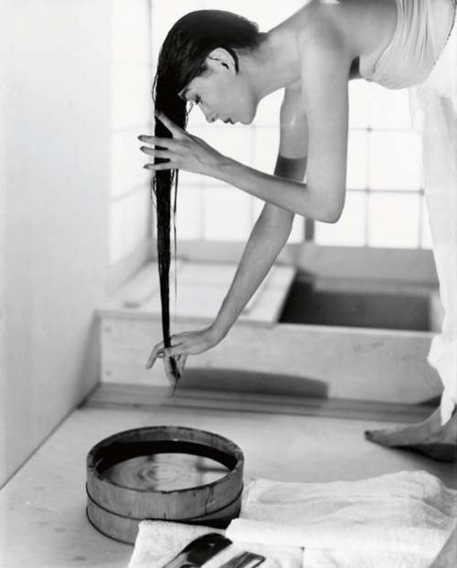 Fotó: Louise Dahl-Wolfe: Japanese Bath, 1954 © Louise Dahl-Wolfe