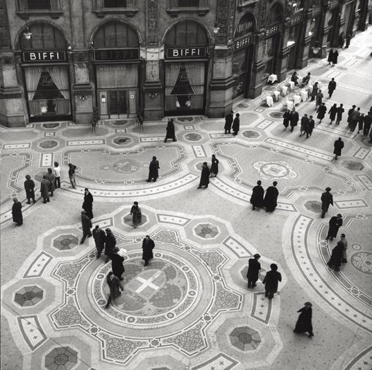 Fotó: Mario de Biasi: Galleria Vittorio Emanuele II, Milano © Mario de Biasi/Mondadori Portfolio