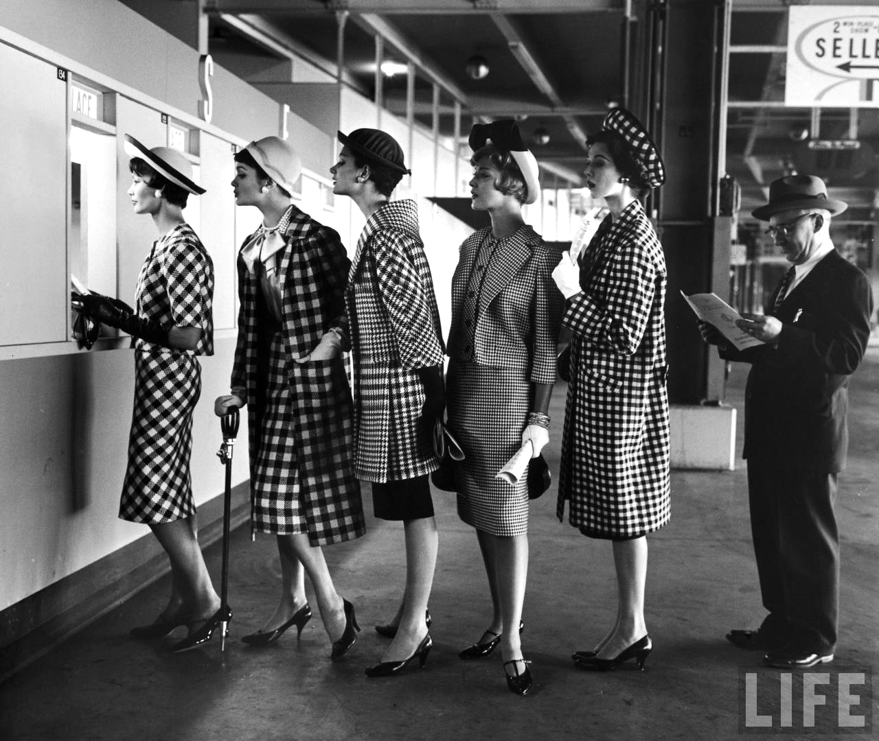 Fotó: Nina Leen: Roosevelt Raceway. 1958 © Nina Leen/Life Magazine