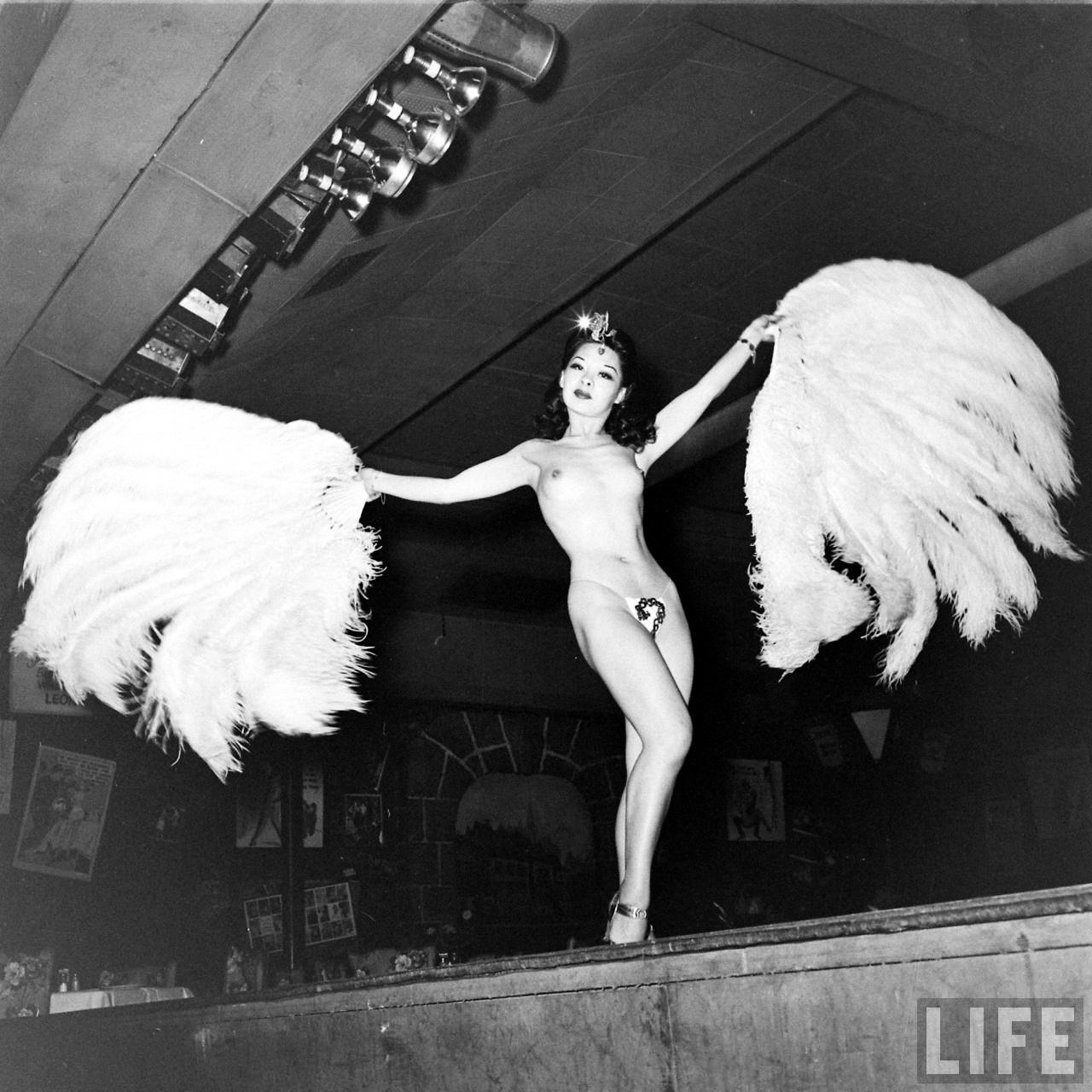 Fotó: Nina Leen: Kínai táncos, dátum nélkül © Nina Leen/Life Magazine