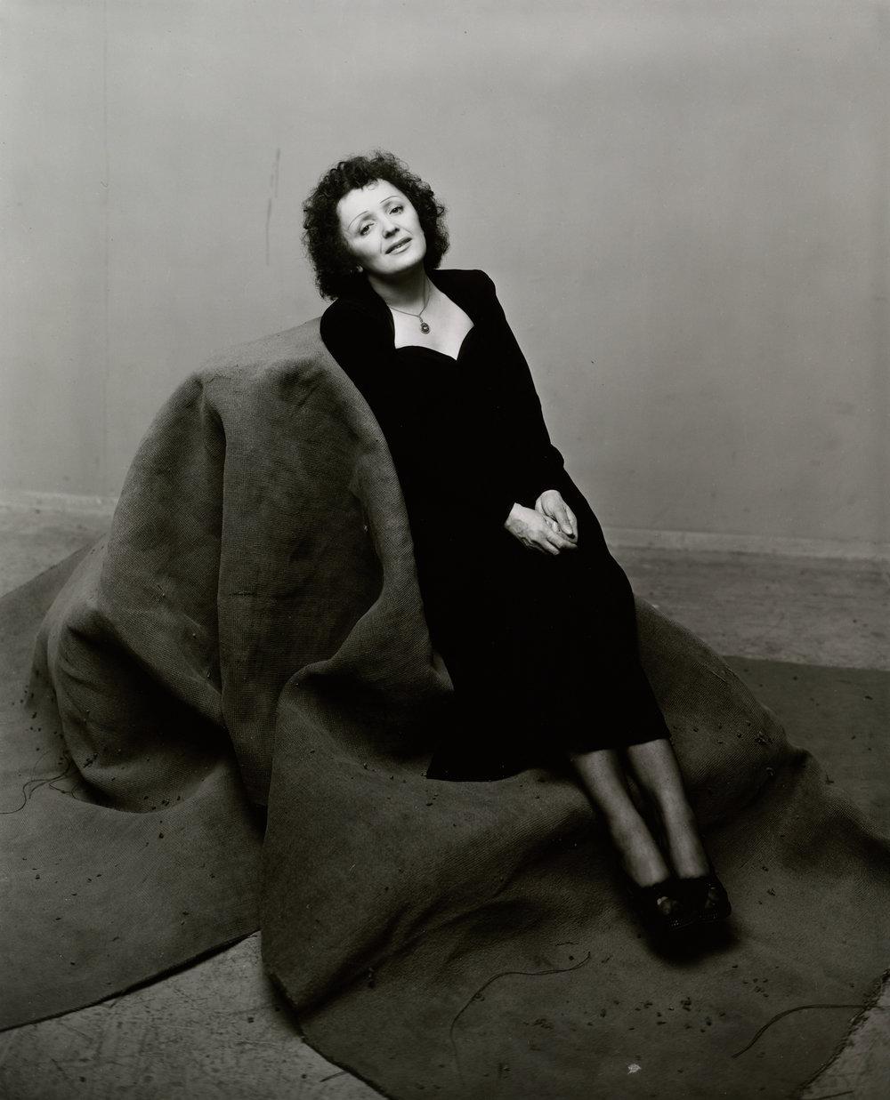 Fotó: Irving Penn: Édith Piaf (1 of 3), New York, 1948, Gelatin silver print © The Irving Penn Foundation