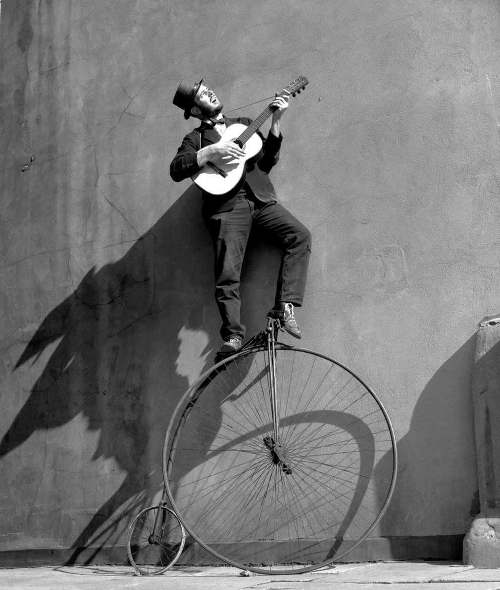 Fotó: Ken Russell: Troubadour: the Penny Farthing Bicycle, 1956 © Ken Russell/TopFoto