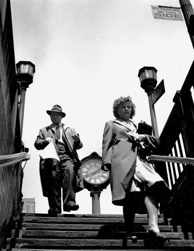 Fotó: Fred Stein: A metrólépcsőn, New York, 1943 © Fred Stein Archive