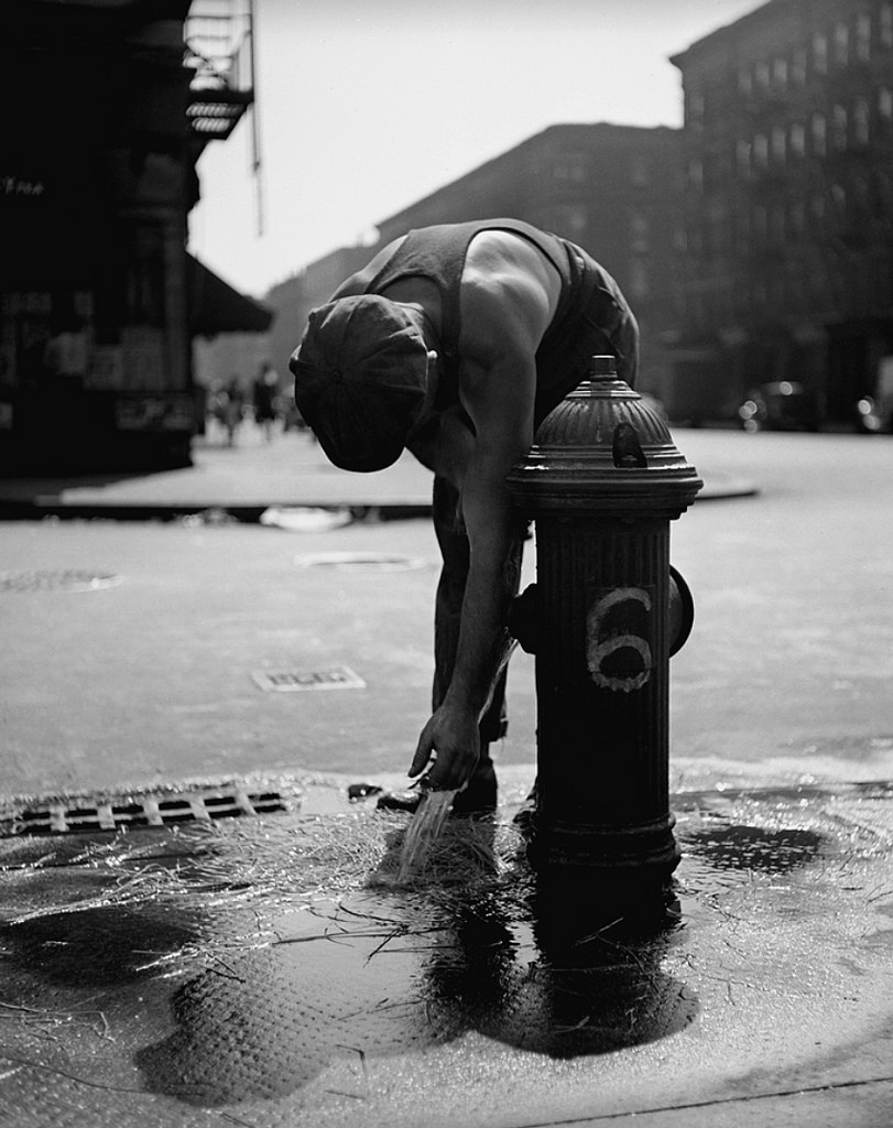 Fotó: Fred Stein: Tűzcsap, New York, 1947 © Fred Stein Archive