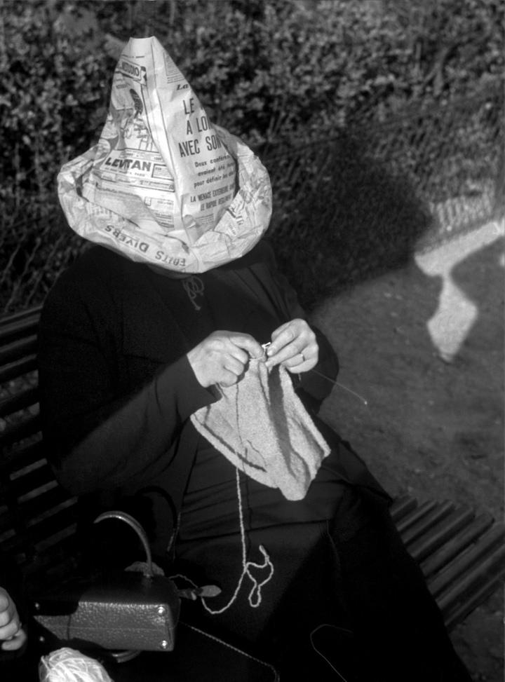 Fotó: Fred Stein: Kötés, Párizs, 1933 © Fred Stein Archive