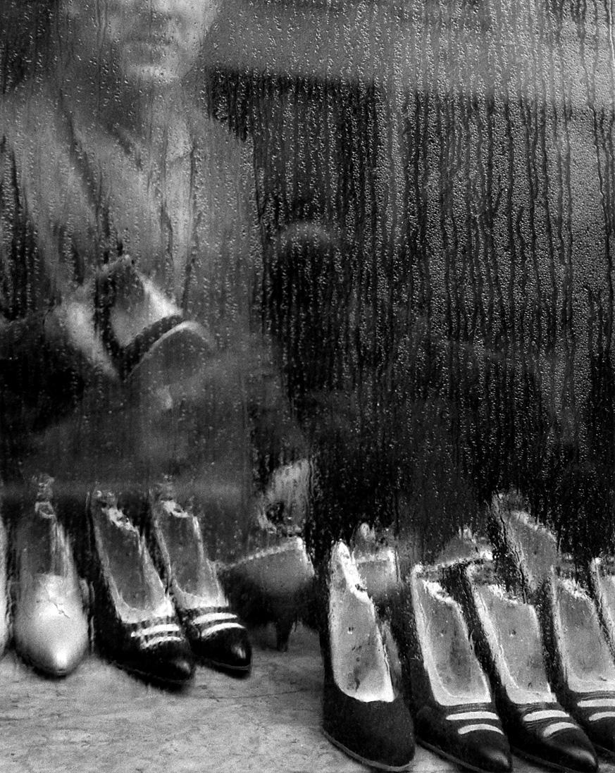Fotó: Sabine Weiss<br />Vitrine, Paris<br />1955<br />Silver gelatin print<br />© Sabine Weiss