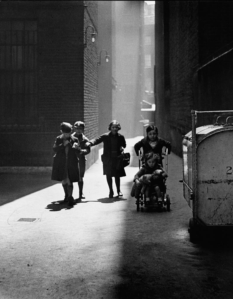 Fotó:Wolfgang Suschitzky: Bérházak, London, 1936 © Wolfgang Suschitzky