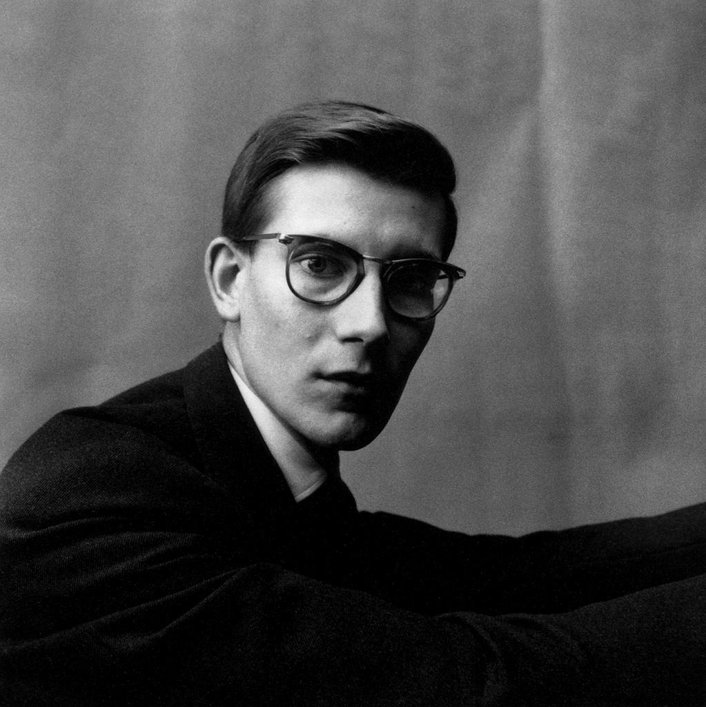 Fotó: Irving Penn: Yves Saint Laurent, Paris, 1957, Gelatin silver print © The Irving Penn Foundation