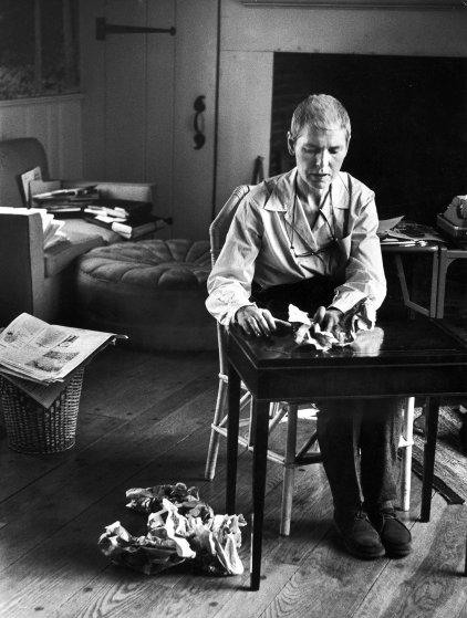 Fotó: Alfred Eisenstaedt: Terápiás feladatok, hogy megóvja ujjait a merevségtől, 1959 © The LIFE Picture Collection/Getty Images