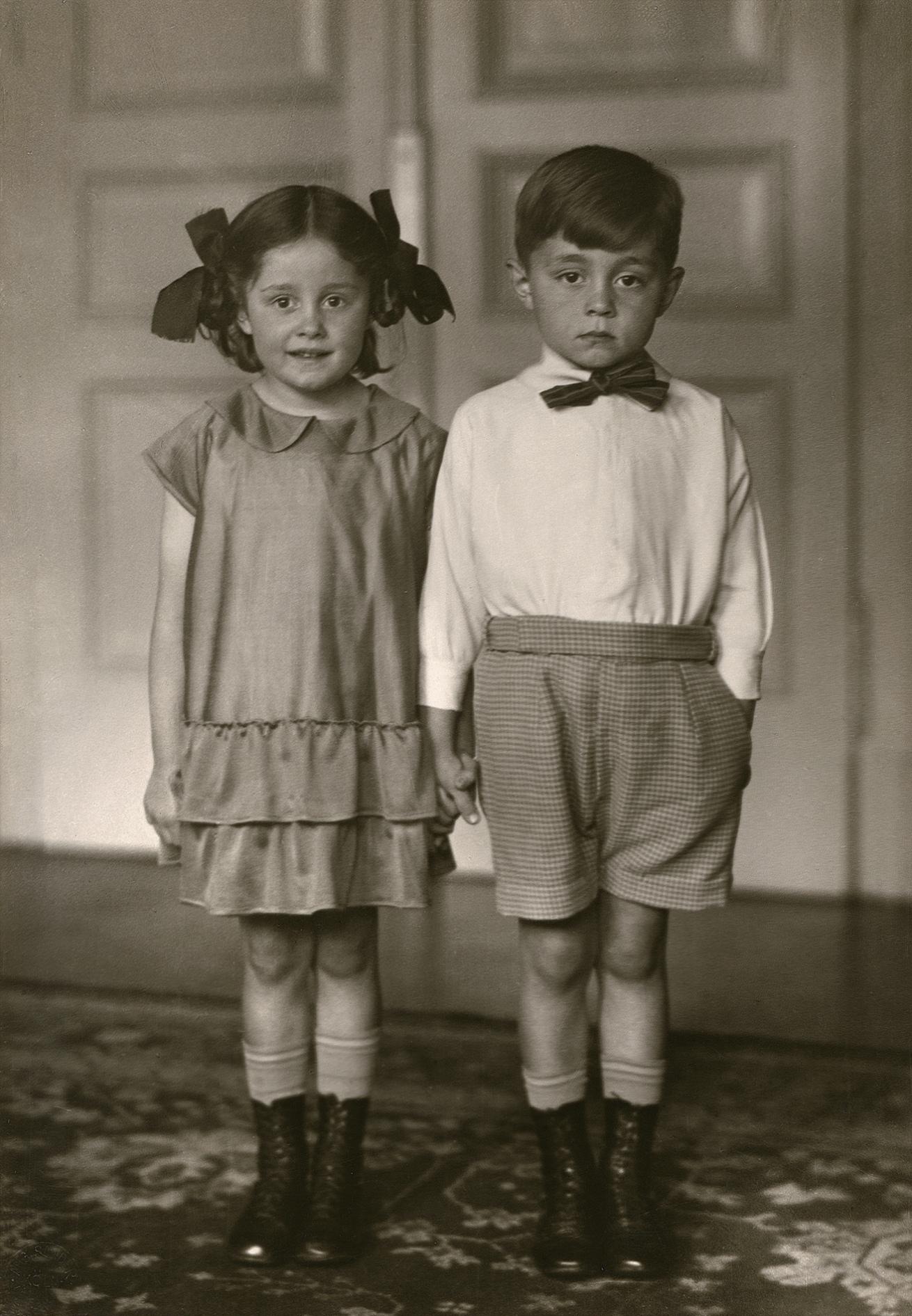 Fotó: August Sander <br />Middle-class Children<br />1925<br />Gelatin silver print<br />© Die Photographische Sammlung/SK Stiftung Kultur – August Sander Archiv; VG Bild-Kunst, 2018