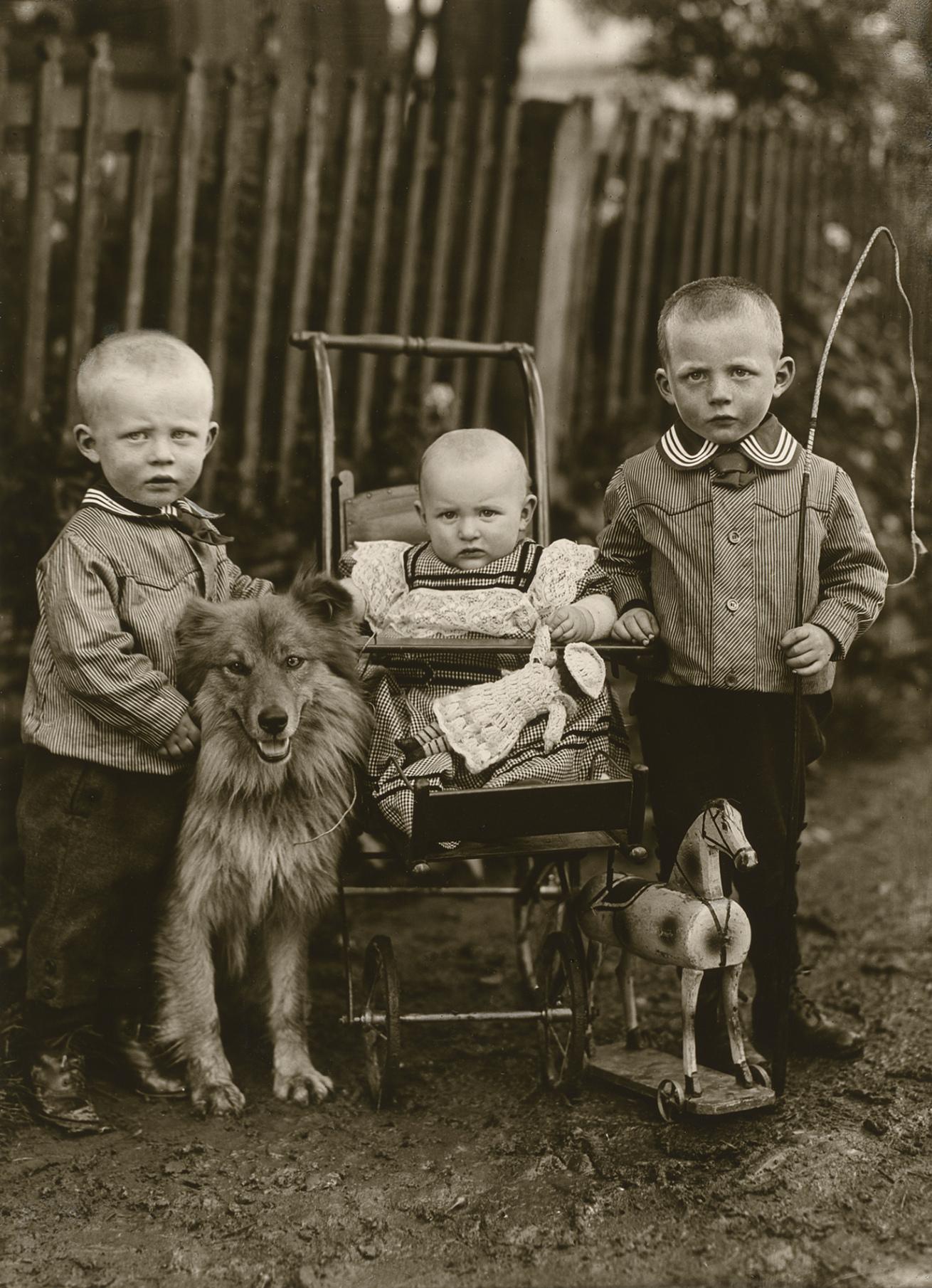 Fotó: August Sander <br />Farm Children<br />1913<br />Gelatin silver print<br />© Die Photographische Sammlung/SK Stiftung Kultur – August Sander Archiv; VG Bild-Kunst, 2018