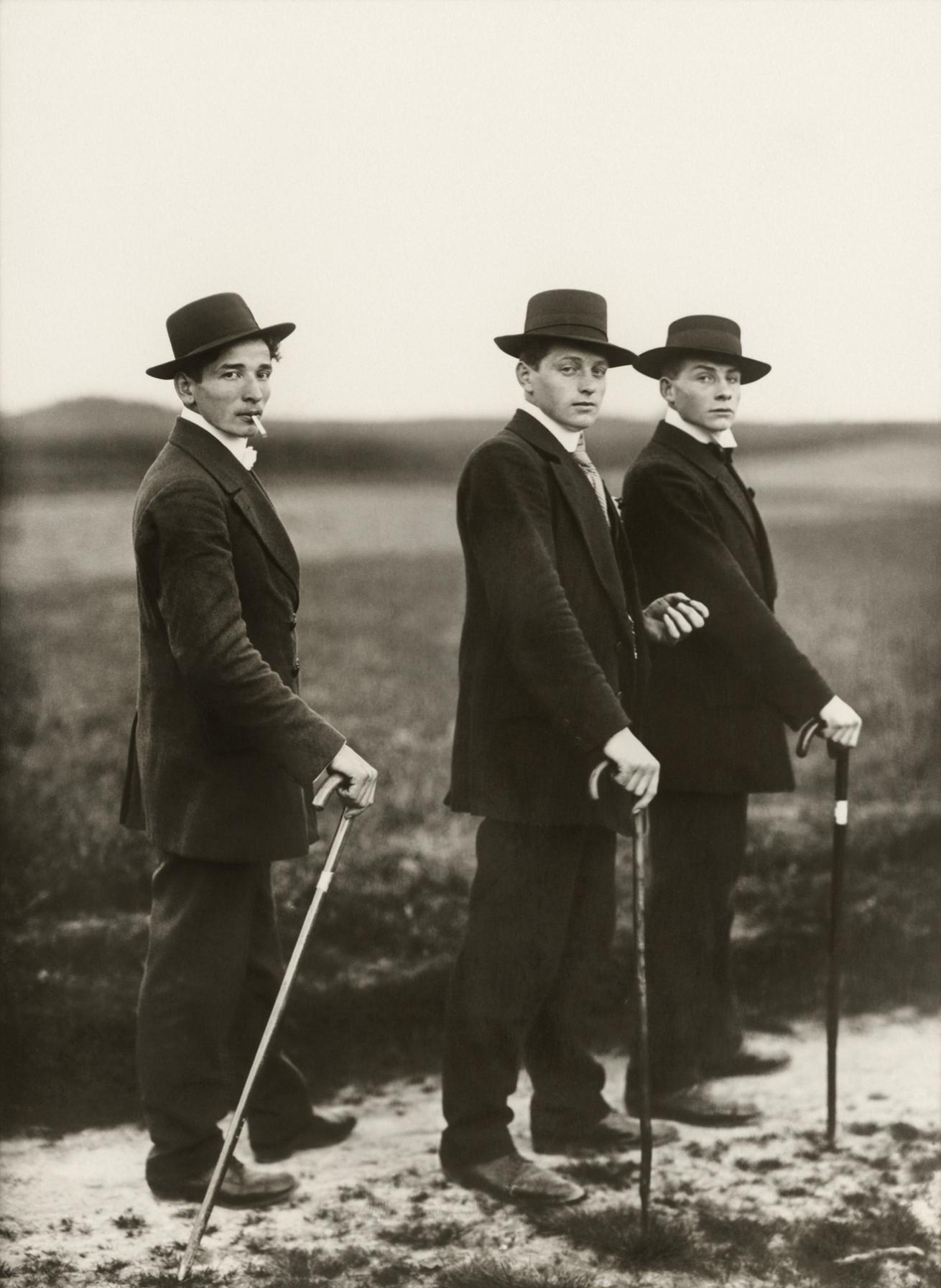 Fotó: August Sander <br />Young Farmers<br />1914<br />Gelatin silver print<br />© Die Photographische Sammlung/SK Stiftung Kultur – August Sander Archiv; VG Bild-Kunst, 2018