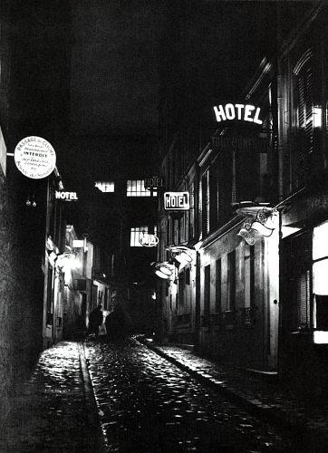 Fotó: Brassaï: Hotelek, Párizs, 1933 k., magántulajdon