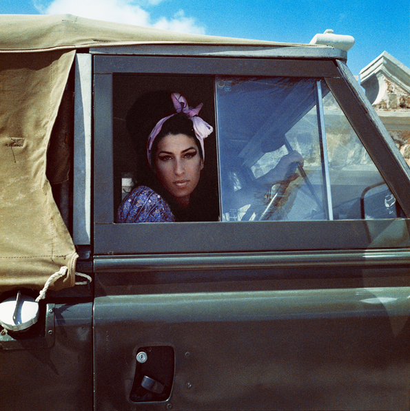 Fotó: Bryan Adams: Amy Winehouse, Mustique, 2007 © Bryan Adams Photography