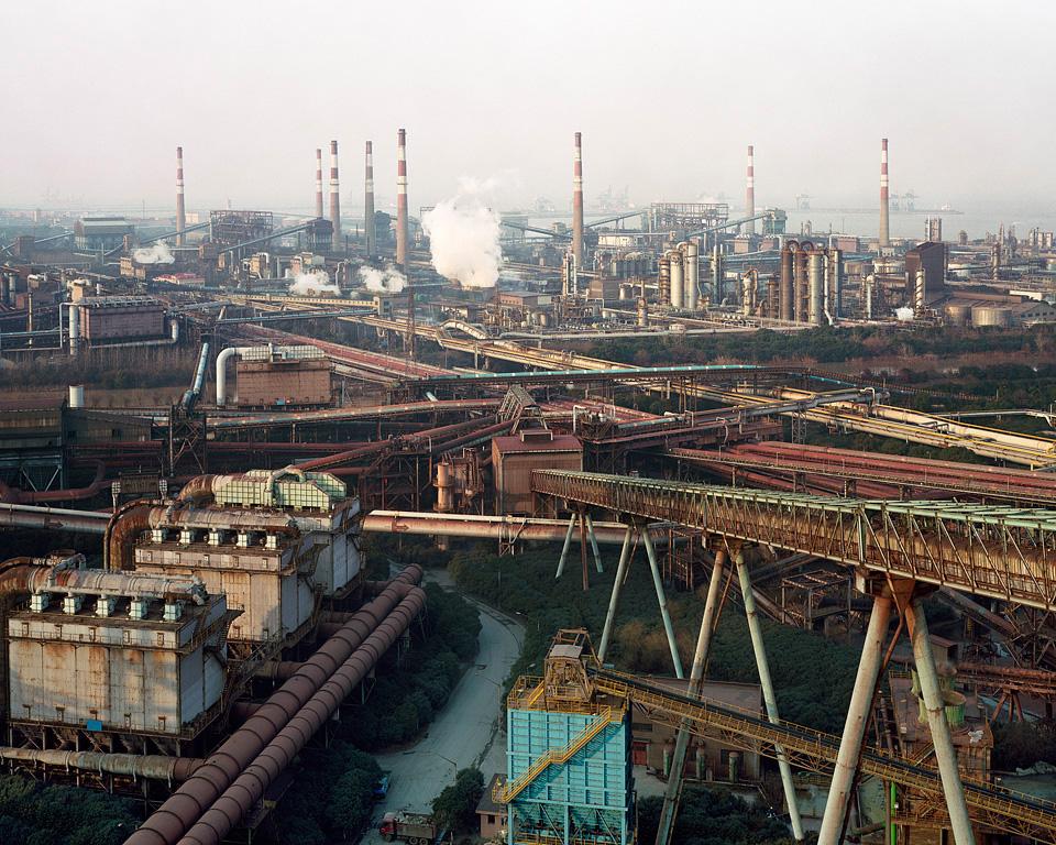 Fotó: Edward Burtynsky<br />Bao Steel # 2, Sanghaj, Kína, 2005,<br />