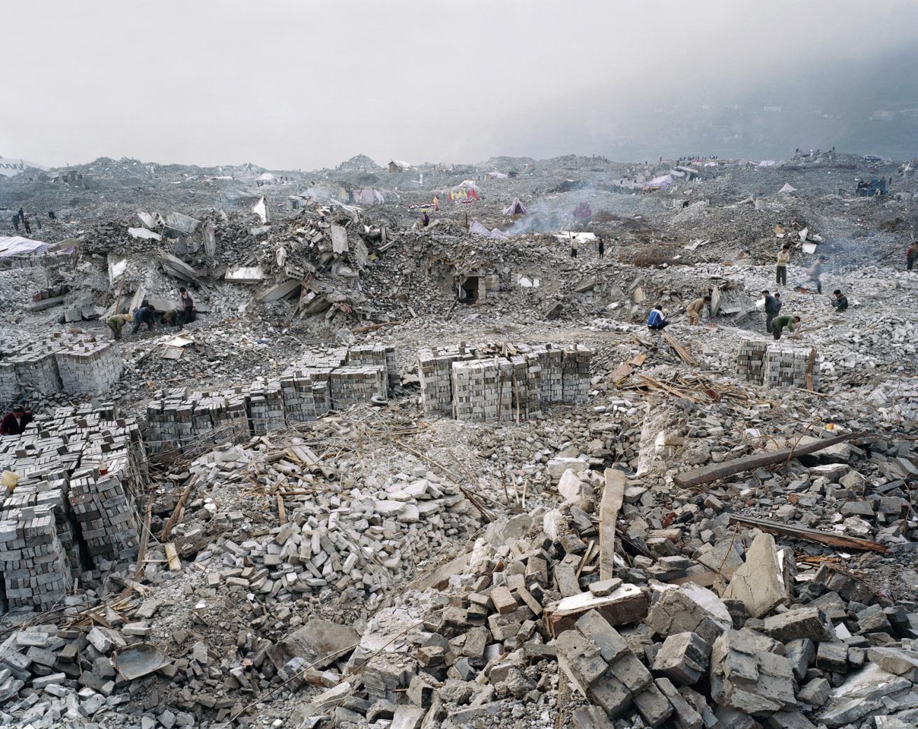 Fotó: Edward Burtynsky<br />Feng Jie # 4, Három-szoros gátprojekt, Jangce, 2002,<br />
