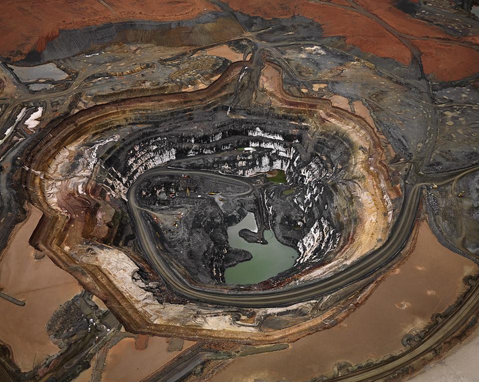 Fotó: Edward Burtynsky<br />Silver Lake Operations # 1, Lefroy-tó, Nyugat-Ausztrália 2007<br />2007