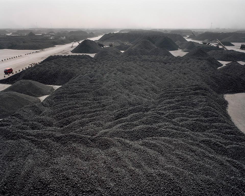 Fotó: Edward Burtynsky<br />Tanggu kikötő, Tianjin, Kína 2005<br />