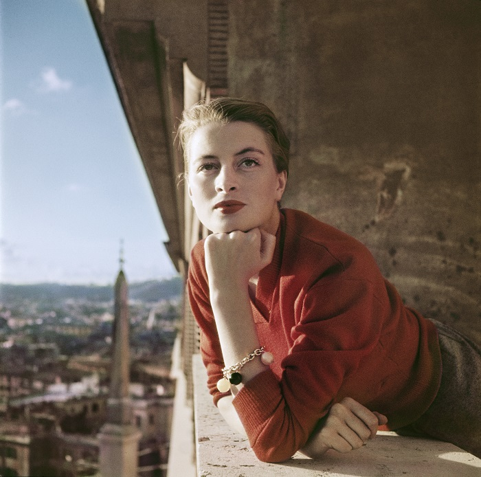 1_capa_capucine_french_model_and_actress_on_a_balcony.jpg
