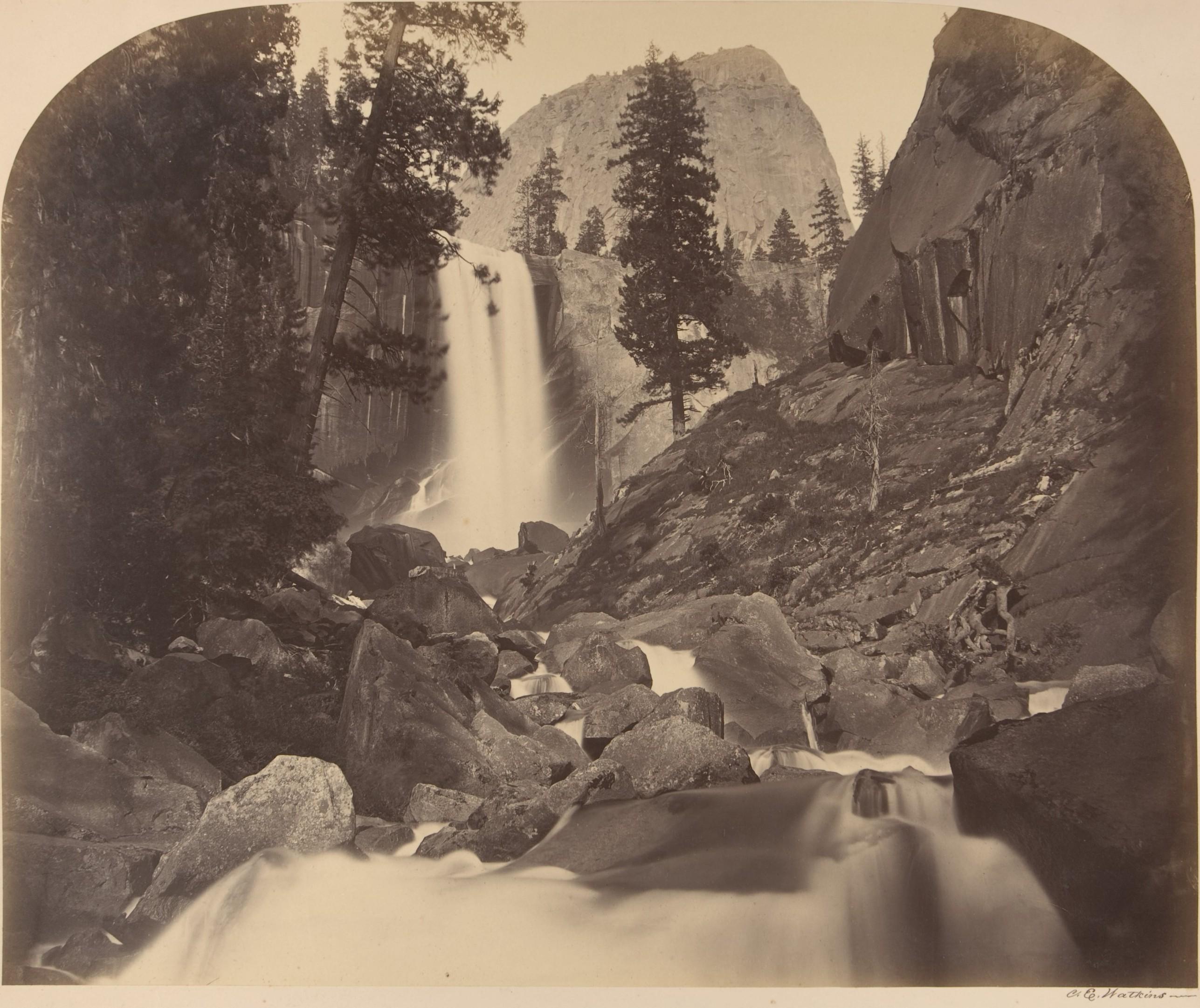 Fotó: Carleton Watkins: Mt. Broderick in Distant Centre, Piroyac, Falling Chrystals, Vernal Fall, 1861 © Carleton Watkins / The Metropolitan Museum of Art