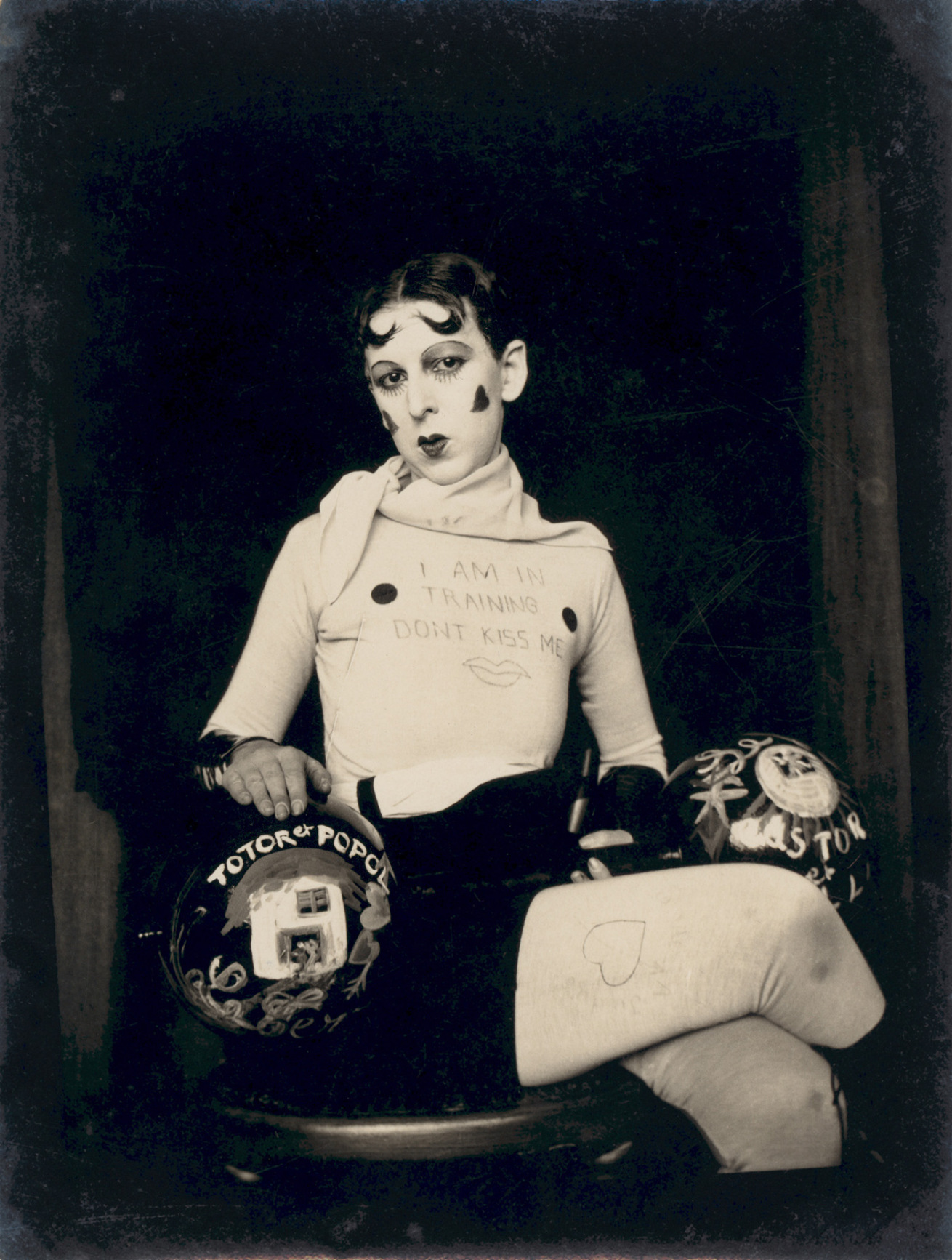Fotó: Claude Cahun: I am in training don't kiss me, c. 1927 © Jersey Heritage Coillections