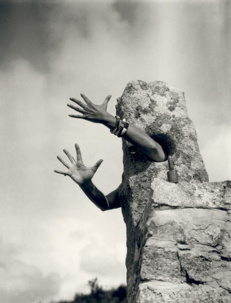 Fotó: Claude Cahun: Je tends les bras (I extend my arms), c. 1932 © Jersey Heritage Collections