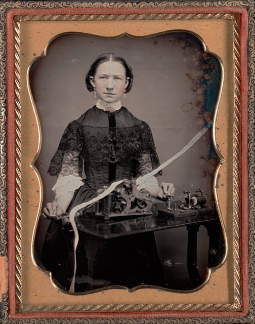 Fotó: Unknown maker, American<br />Woman telegrapher<br />c. 1850<br />Daguerreotype, quarter plate<br />image size: 4 1/4 x 3 1/4 inches<br />Gift of the Hall Family Foundation<br />© Nelson Gallery Foundation