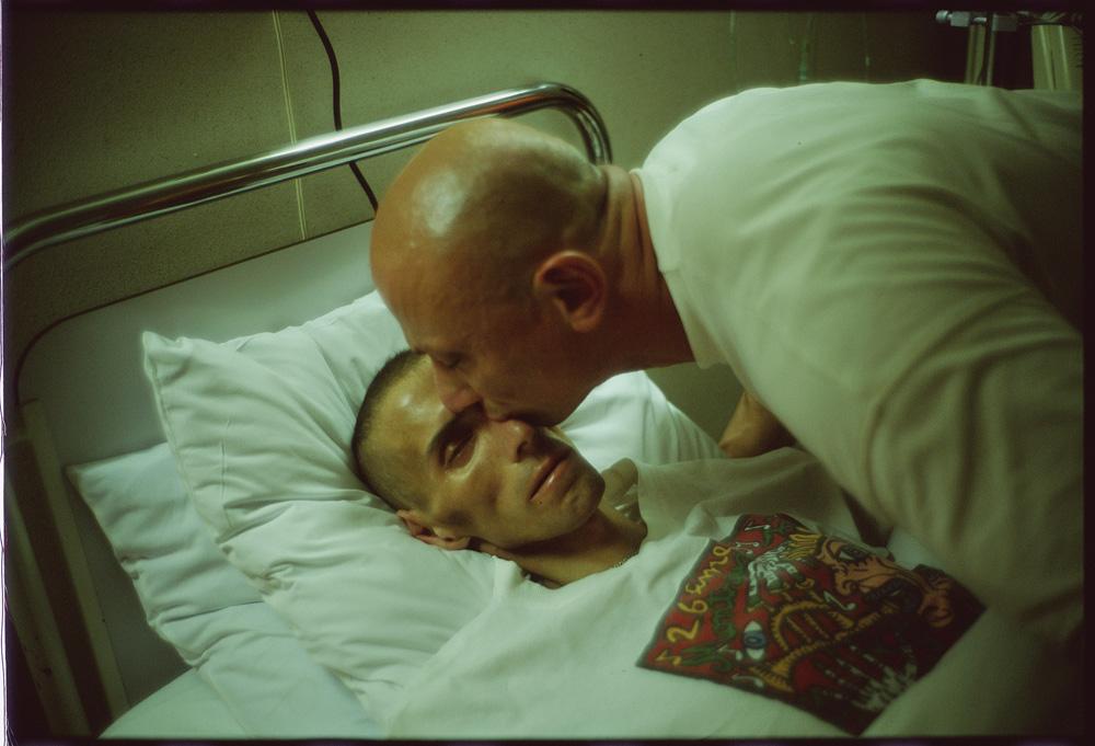 Fotó: Nan Goldin: Gotscho kissing Gilles, Paris 1993 © Nan Goldin