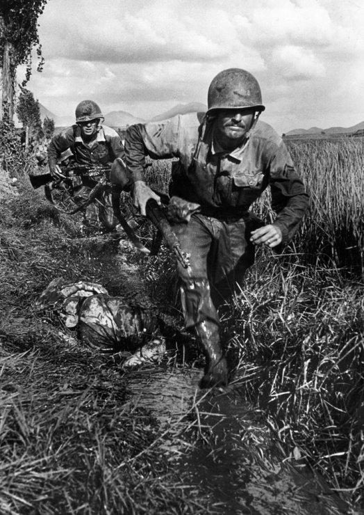 02_advancing-past-enemy-corpse.jpg