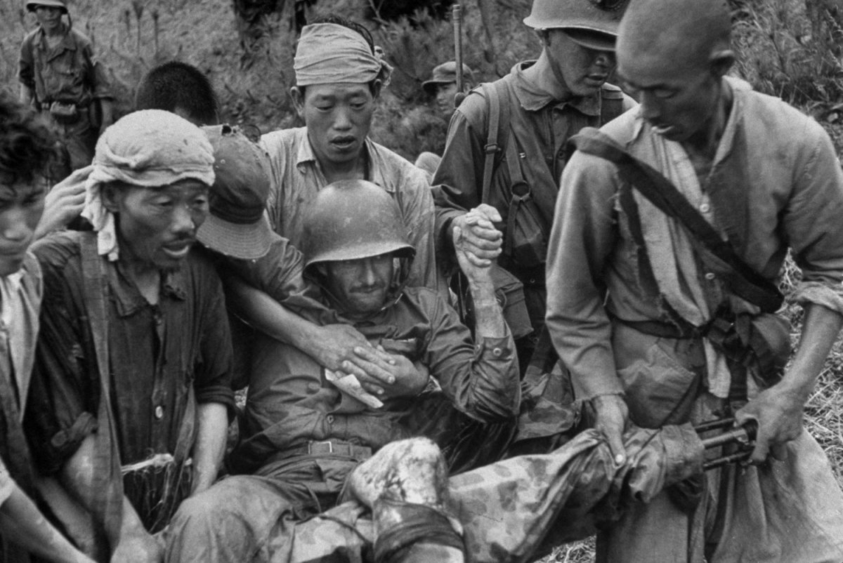 05_wounded-marine-being-carried.jpg