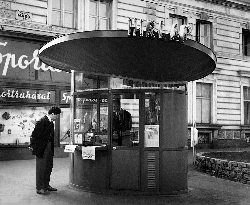 Fotó: Hírlapárus pavilon a Marx (most Nyugati) téren, 1959 © Budapesti Városépítési Tervező Vállalat
