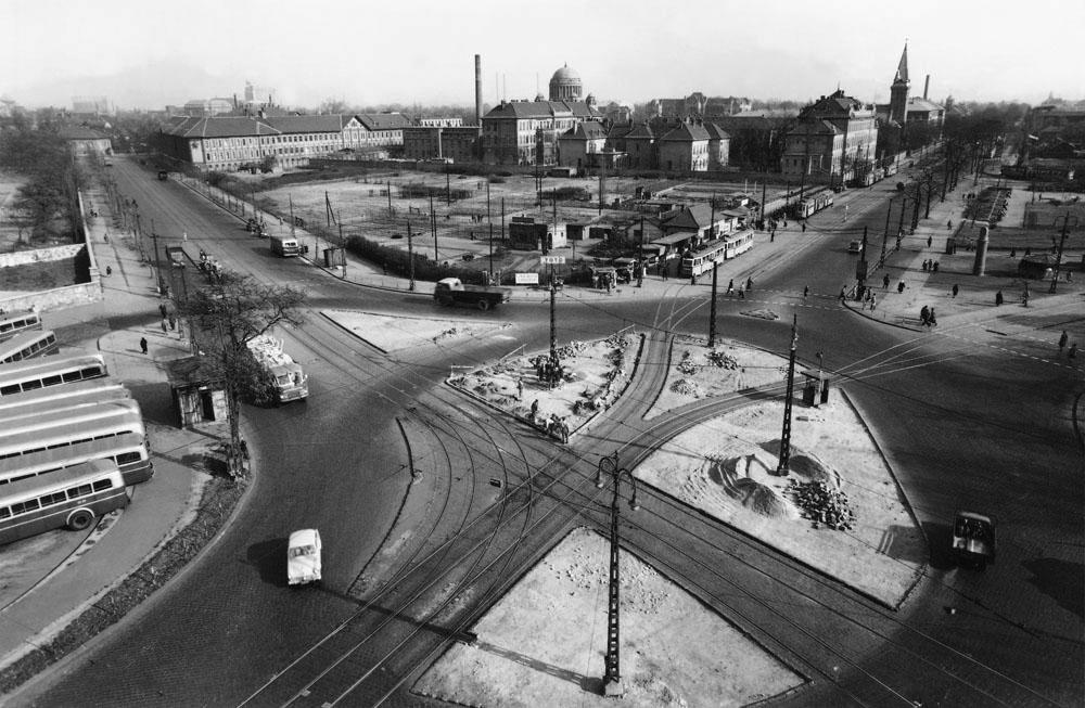 Fotó: A Nagyvárad tér az Üllői út és a Mező Imre (ma Orczy) út kereszteződésénél, 1950-es évek vége © Budapesti Városépítési Tervező Vállalat
