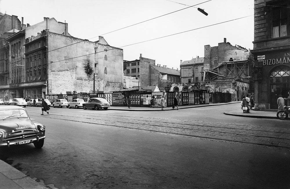 Fotó: A Kossuth Lajos utca – Szép utca sarok, 1960 (később itt épült a Hungarotex irodaház) © Budapesti Városépítési Tervező Vállalat