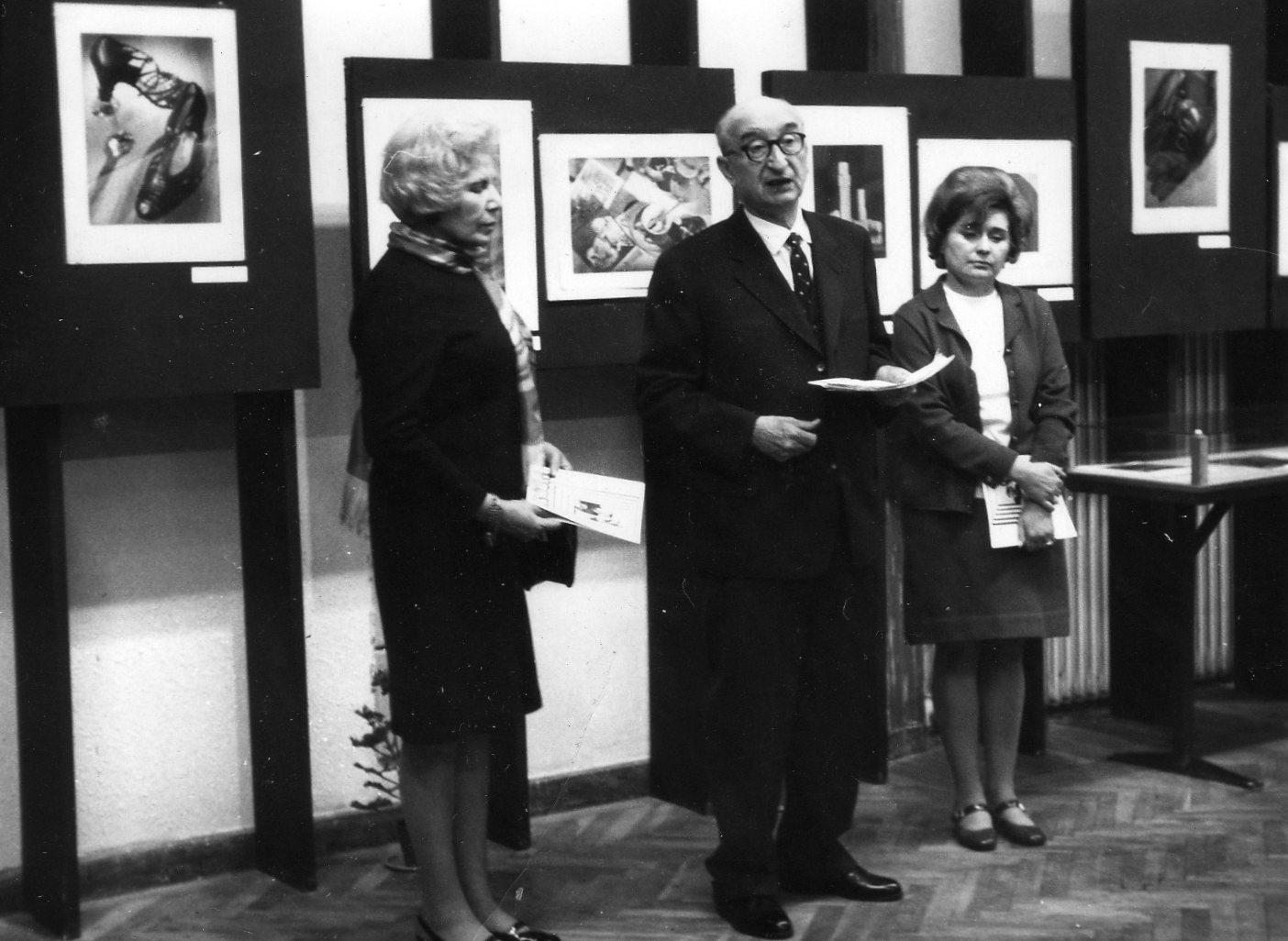 Rozi néni Pécsi József emlékkiállításának megnyitóján a Műcsarnokban, 1970. június 5.