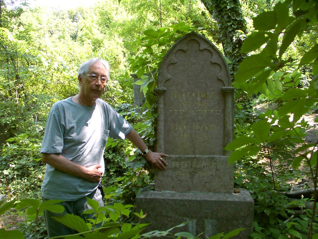 Denis Palos Pécsi József sírjánál, 2009 június