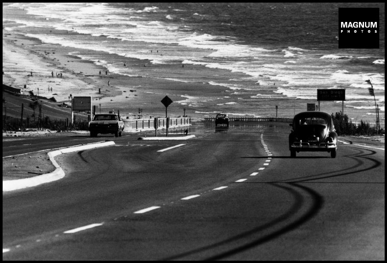 Fotó: Dennis Stock: California. 1968. 'The California Trip'. San Diego Coastline. © Dennis Stock/Magnum Photos