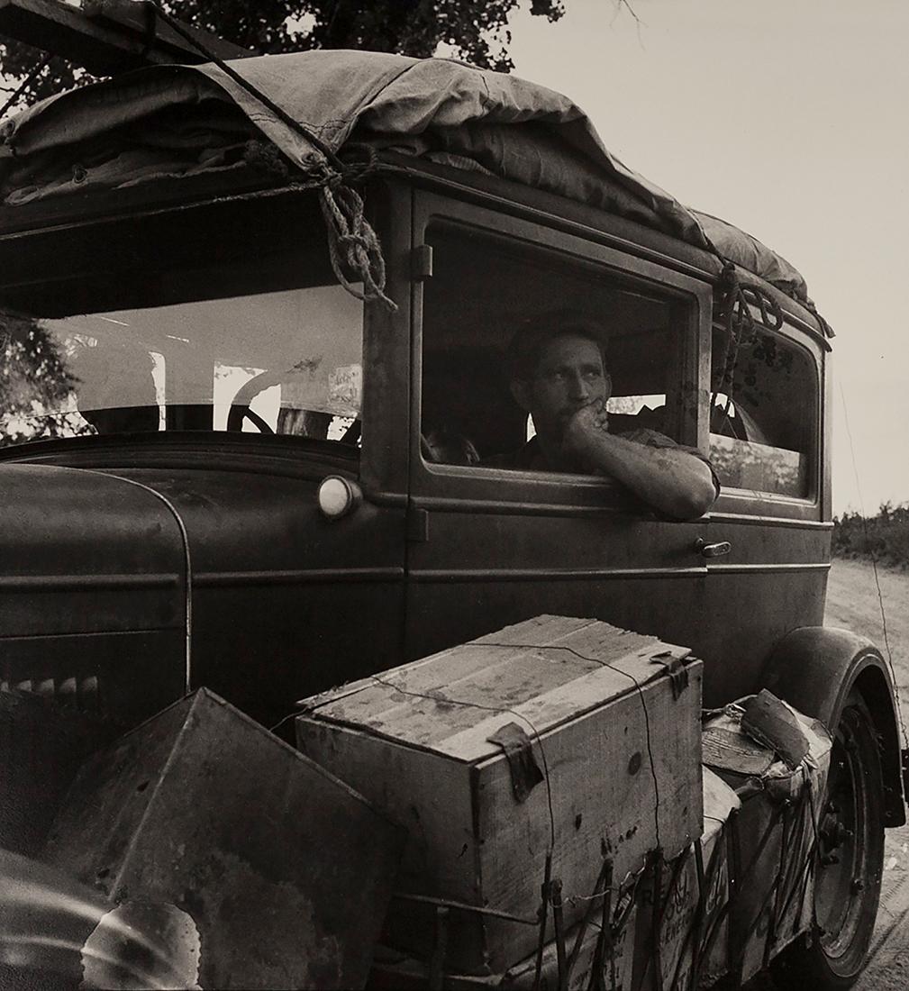 Fotó: Dorothea Lange: Autó az úton, 1936 © The Dorothea Lange Collection, the Oakland Museum of California