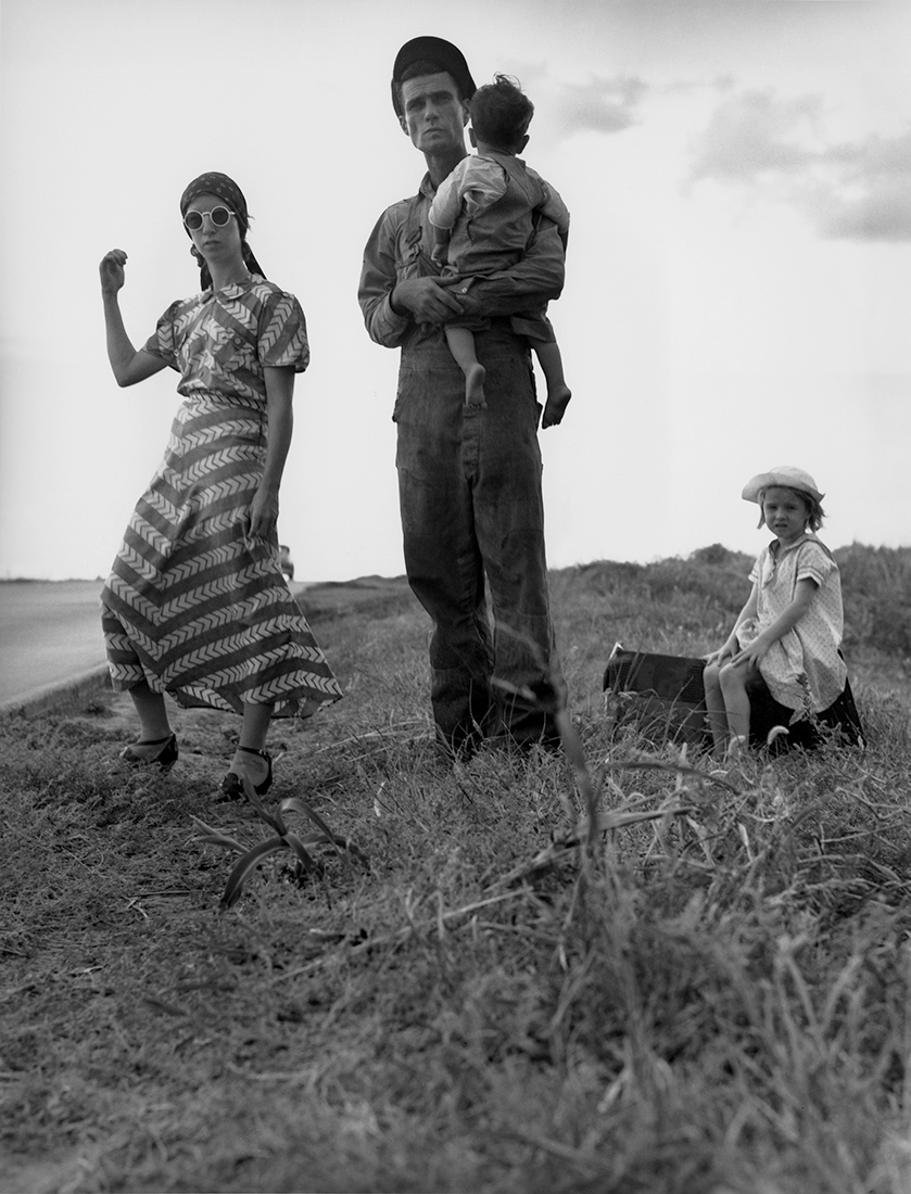 Fotó: Dorothea Lange: Family on the road, Oklahoma, 1938 © The Dorothea Lange Collection, the Oakland Museum of California