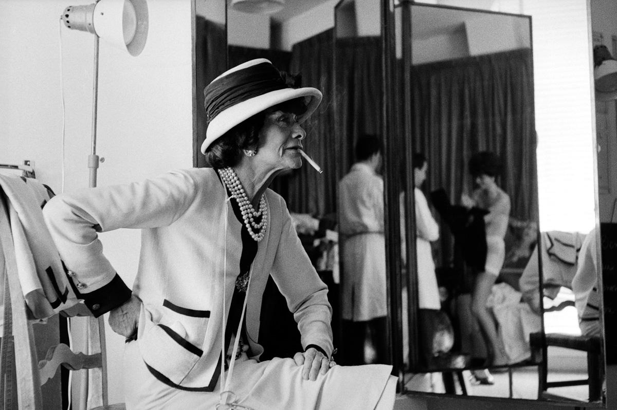 Coco Chanel a műtermében,<br />Cambon utca 31., Párizs, 1962<br />© Douglas Kirkland/Photo Op<br />