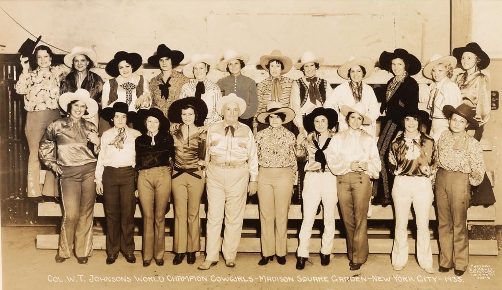 Fotó: Edward J. Kelty: Col. W.T. Johnson's World Champion Cowgirls, 1935 © Collection of Alain Siegel / Edward J. Kelty